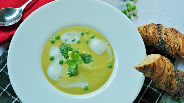 Nettle pea-soup-2786118_640 Image by RitaE from Pixabay
